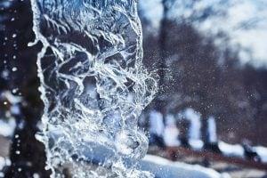 Chute thermale en hiver | BALNEA réserve thermale