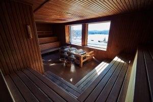 Sauna avec vue panoramique en hiver | BALNEA réserve thermale